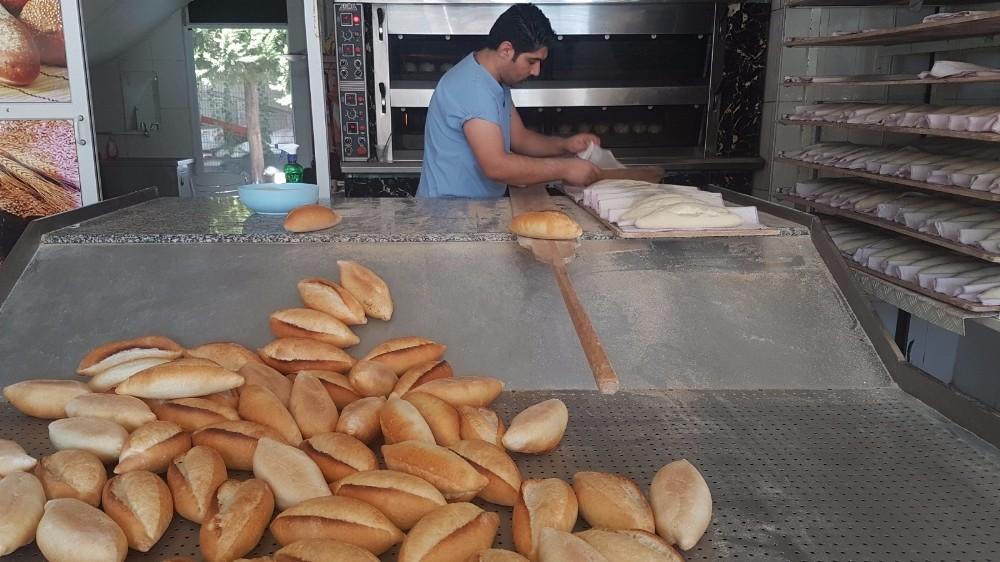 Manavgat'ta ekmeğe gece zammı