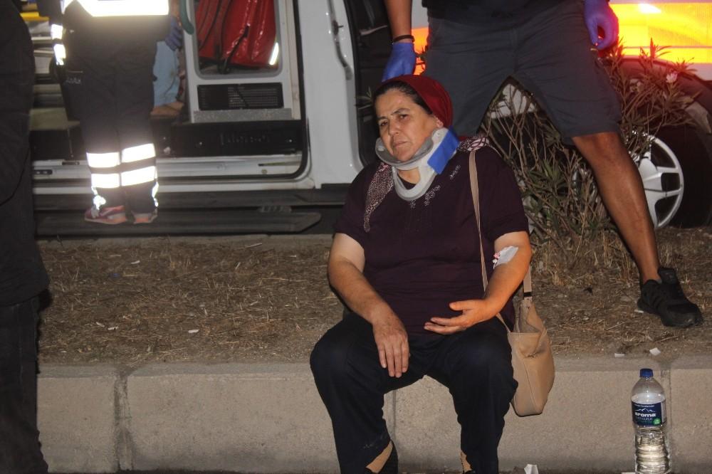 Manavgat'ta otomobil midibüse çarptı: 5 yaralı