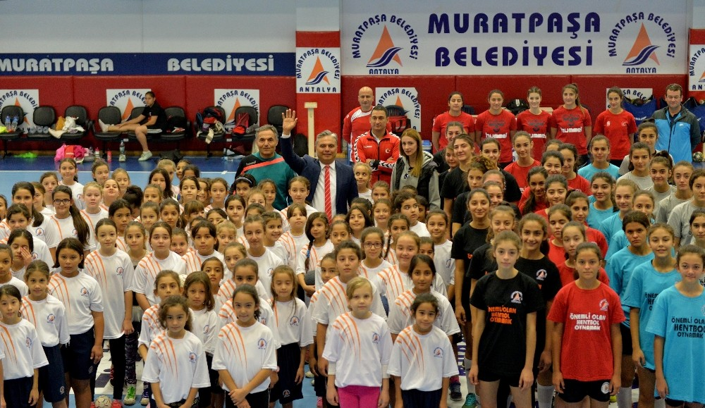 Muratpaşa'dan 'Minik Melekler Hentbol Turnuvası'