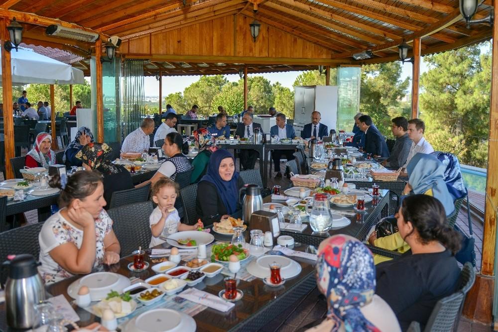 Özel öğrenci ailelerine kahvaltı