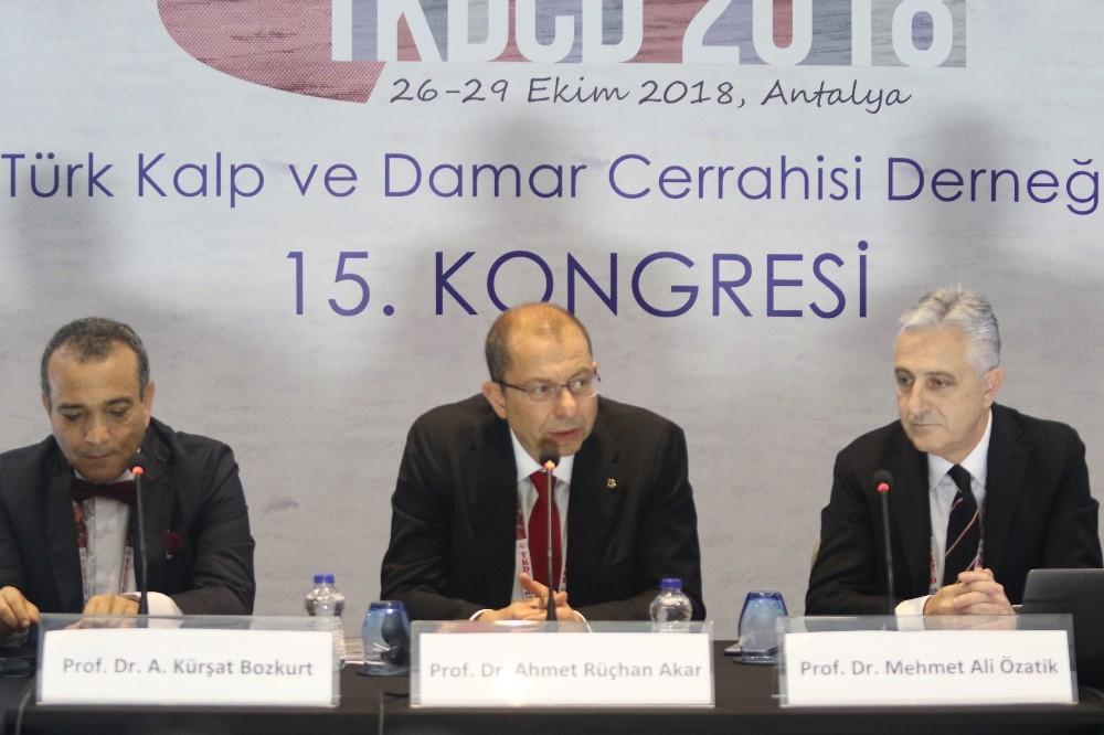 """Prof. Dr. Kürşat Bozkurt: """"En sağlıksız damar yapısına sahip ülkelerden biriyiz"""""""