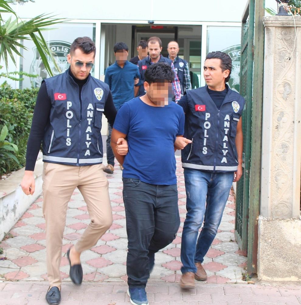 Savcı ve polis yalanıyla yaşlı kadını 100 bin TL dolandıran 4 kişi tutuklandı