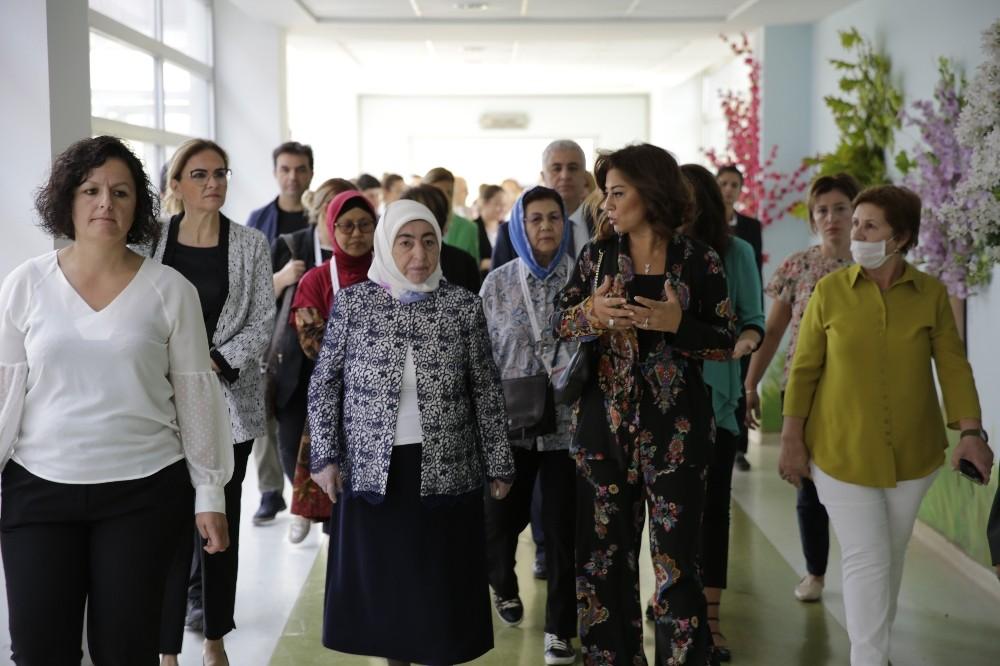 Semiha Yıldırım ve meclis başkanlarının eşleri Engelli Rehabilitasyon Merkezini ziyaret etti