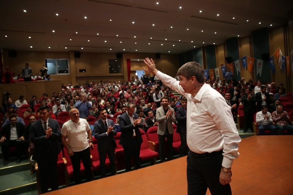 Türel AK Parti'li gençler ile bir araya geldi
