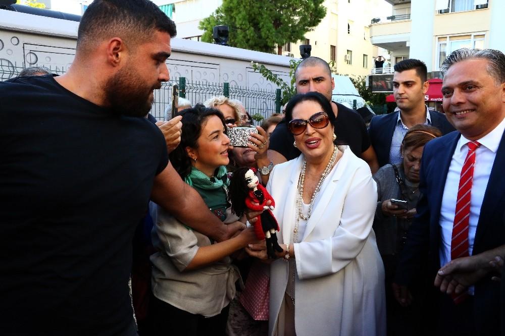 Türk sinemasının 'Sultanı' Türkan Şoray'ı ağlatan açılış
