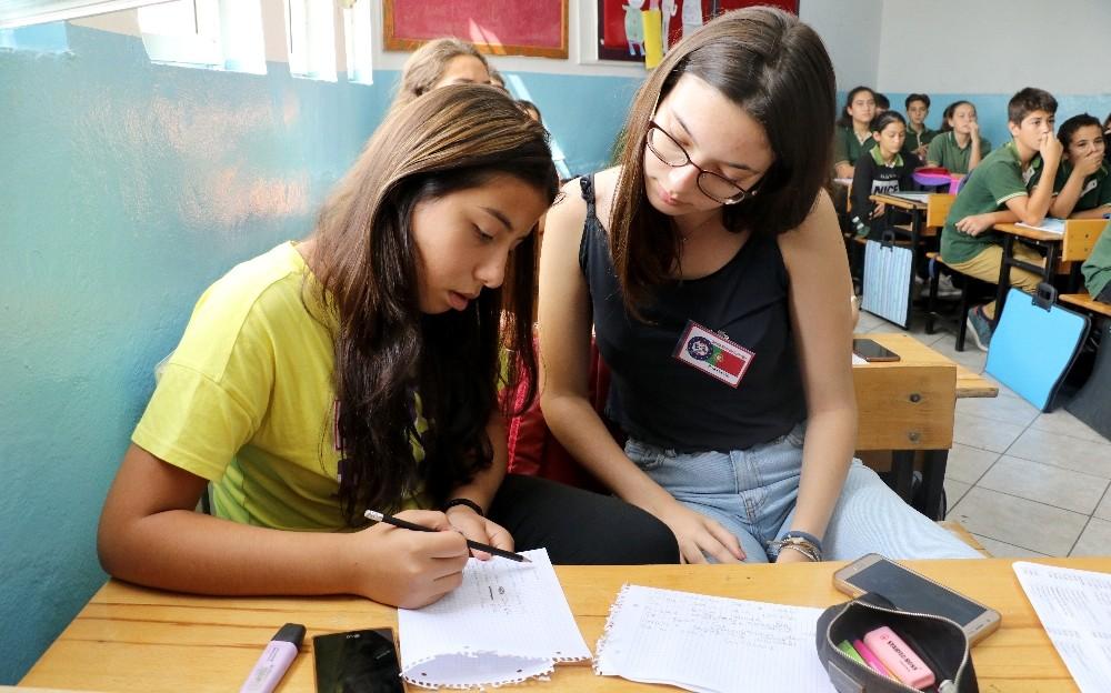 Türk ve yabancı öğrencilerin elektronik arkadaşlığı