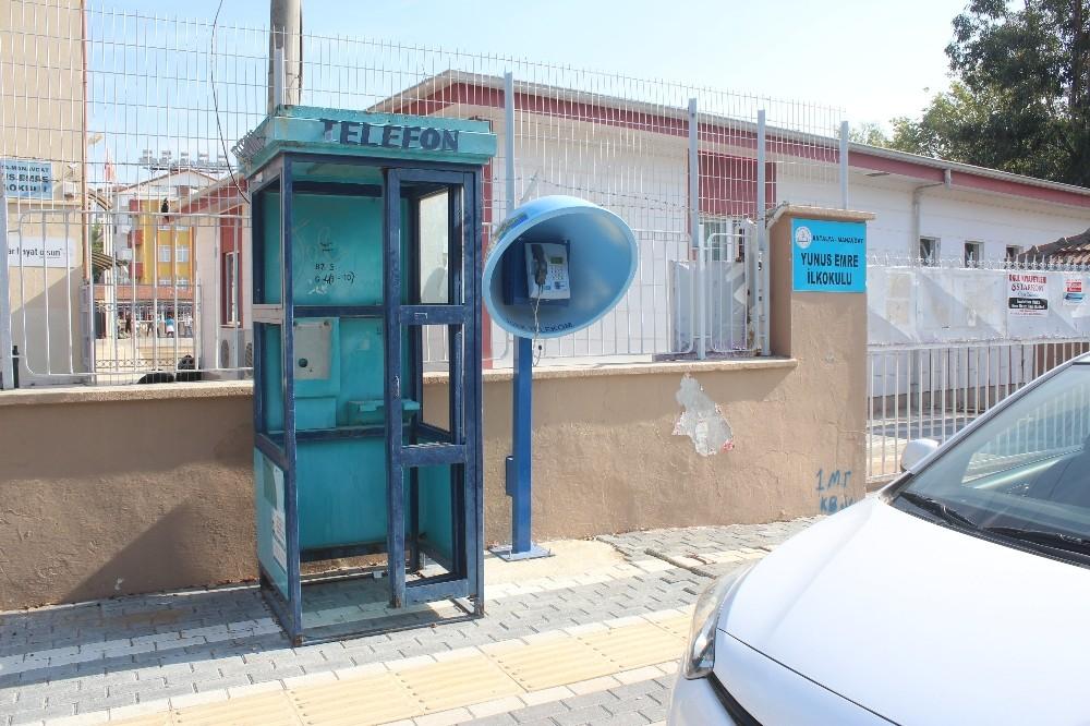 Vatandaşın kullanılmayan telefon kulübesi tepkisi