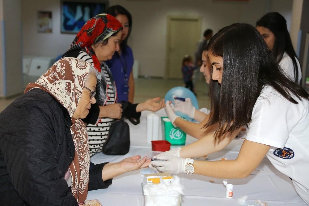 Akdeniz Üniversitesi Hastanesi'nde Dünya Diyabet Günü Kutlandı