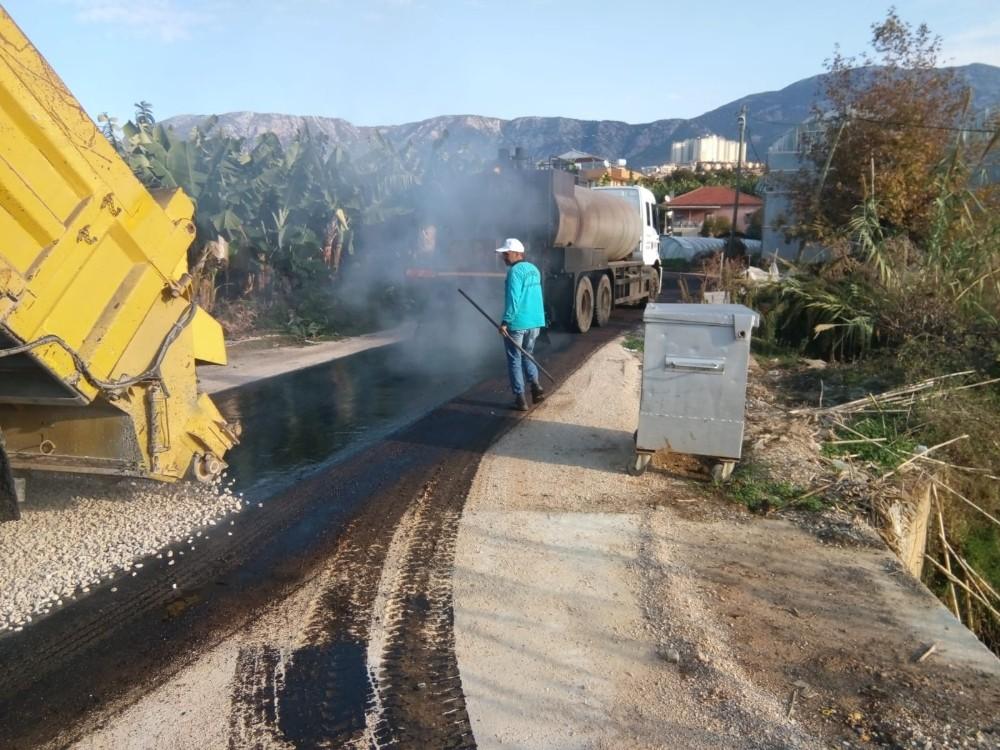 Alanya'da asfalt çalışmaları devam ediyor