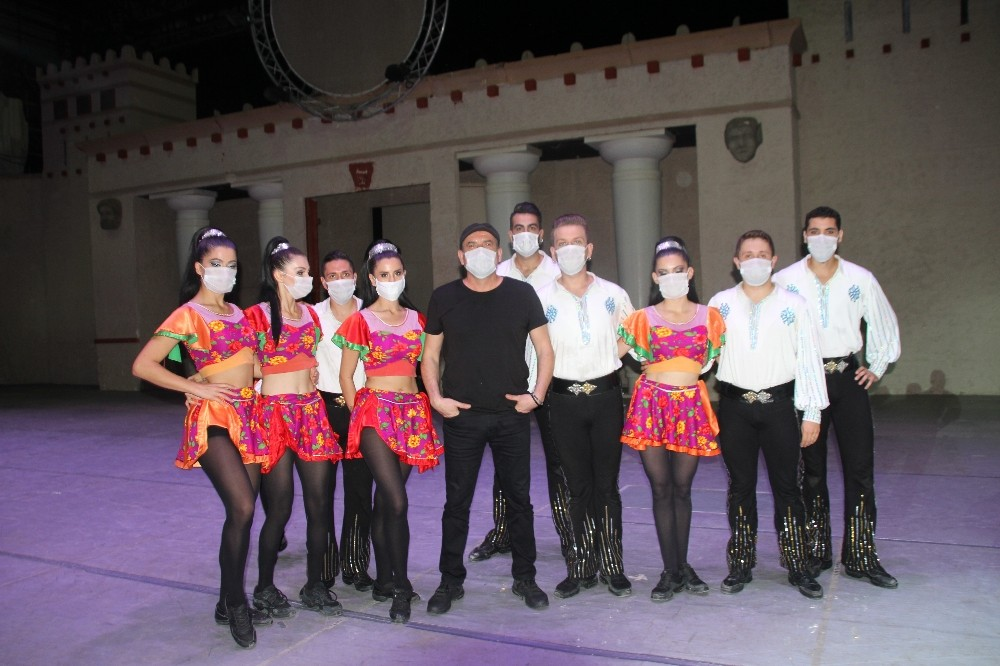 Anadolu Ateşi Lösemili çocuklar için maske taktı