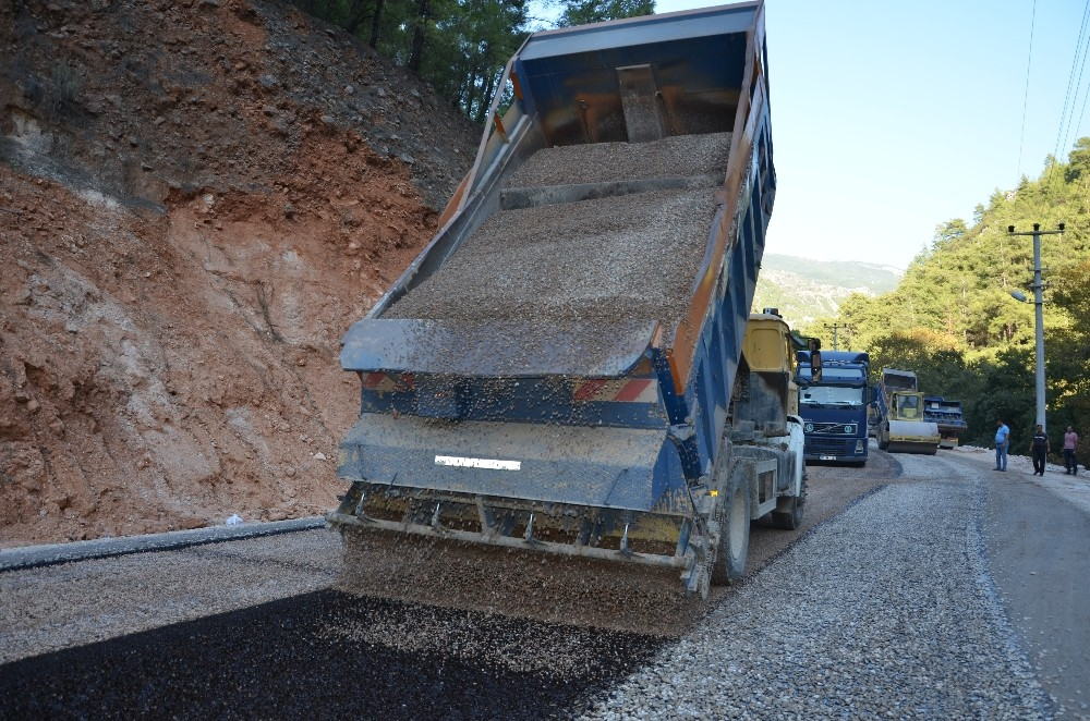 Antalya Büyükşehir Belediyesi'nden asfaltlama çalışması