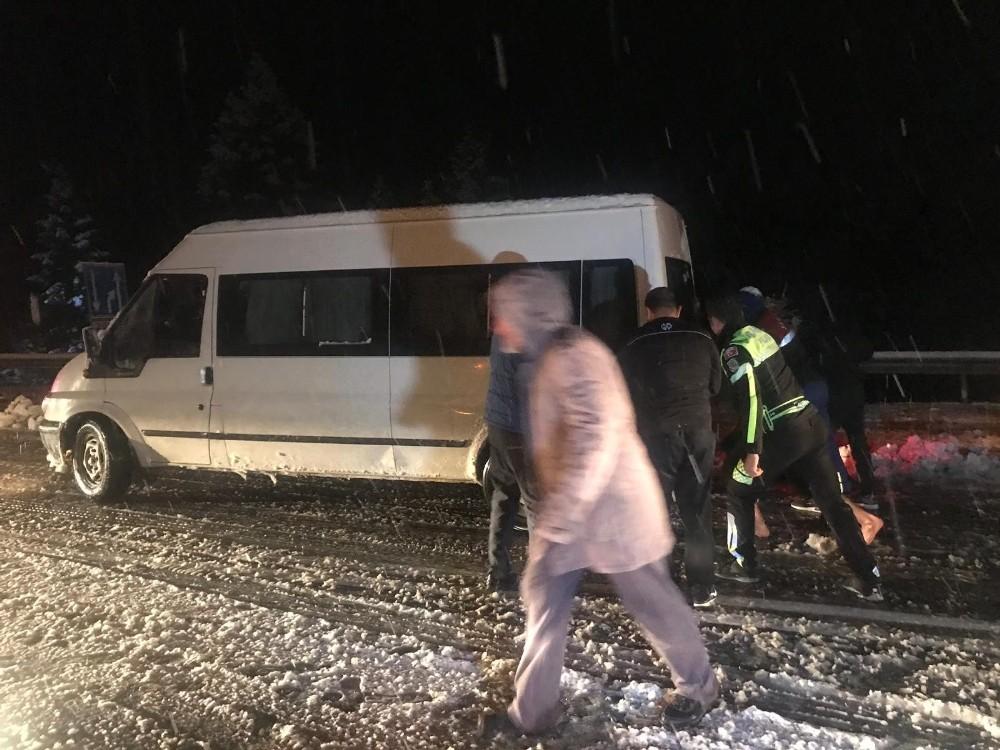 Antalya-Konya karayolunda ulaşıma kar engeli