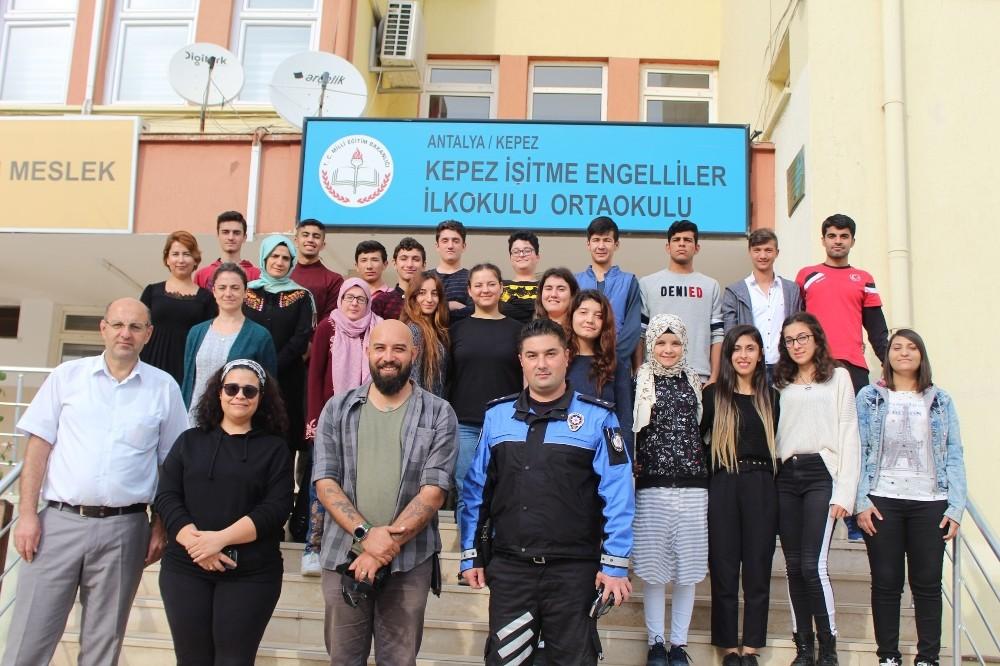 Antalya polisinden işitme engelli öğrencilere fotoğrafçılık eğitimi
