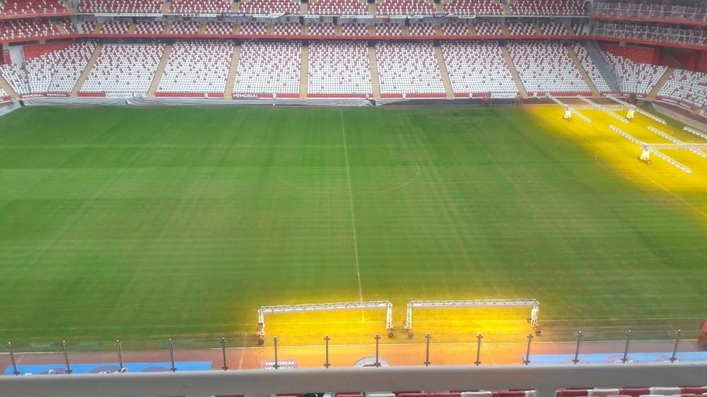Antalya Stadı'nın zemini Göztepe maçına hazır