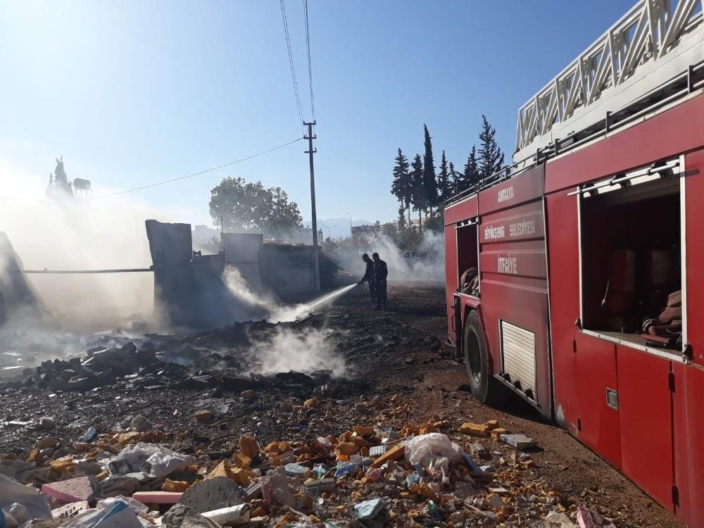 Antalya'da ev ve çalılık yangını