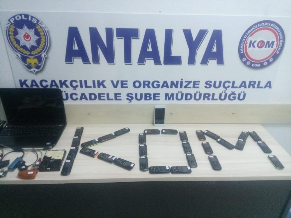 Antalya'da kaçak cep telefonu operasyonu