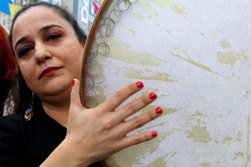 Antalya'da kadınlar şiddete karşı yürüdü