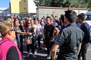 Antalya'da velilerin yol kapatma eylemi