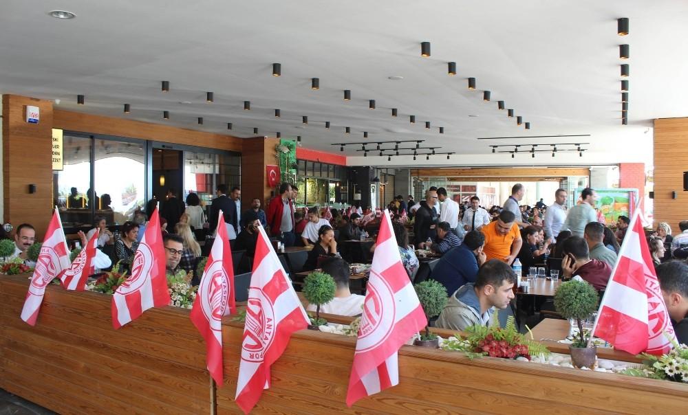 Antalyaspor Çarşısı esnafından her ayın 7'sinde yüzde 50 indirim kampanyası