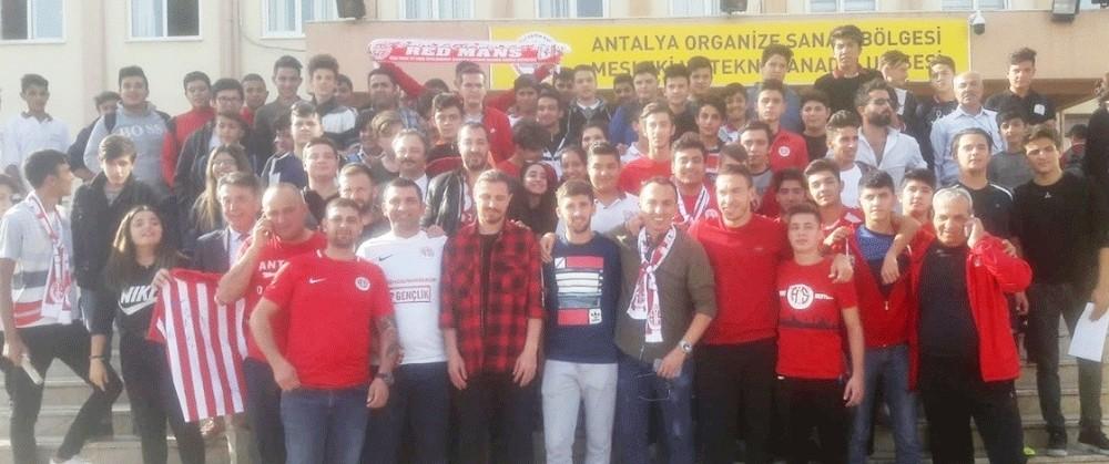 Antalyaspor futbolcuları, OSB Meslek ve Teknik Anadolu Lisesi'ne konuk oldu