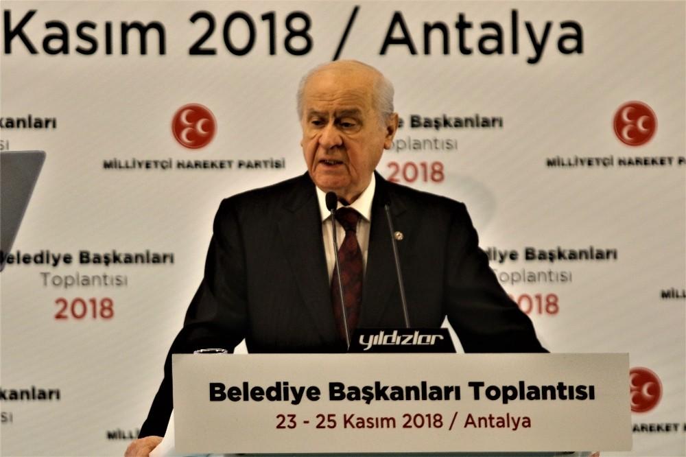 """Bahçeli: """"İstanbul'un yanı sıra İzmir ve Ankara'da da aday çıkarmayacağız"""""""