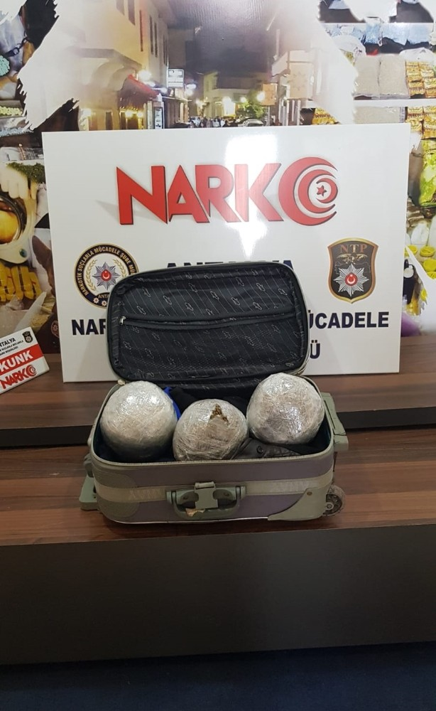 Bavul içinde 3 kilo uyuşturucu ele geçirildi