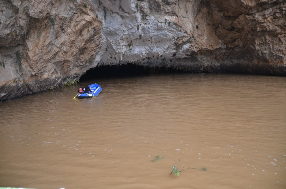 Dünyaca ünlü Altınbeşik Mağarası yağmur sebebiyle taştı