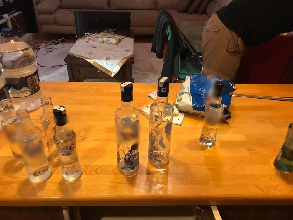 Kiralık villada kaçak içki üretimine baskın
