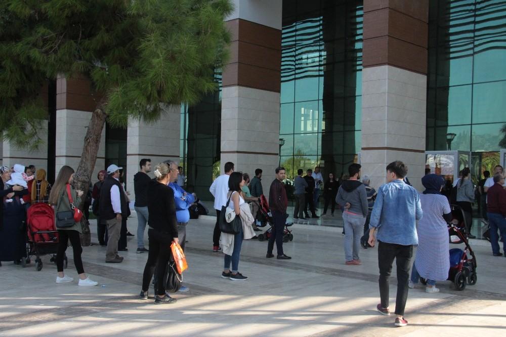 KPSS ön lisans sınavına geç kalan adayların üzüntüsü