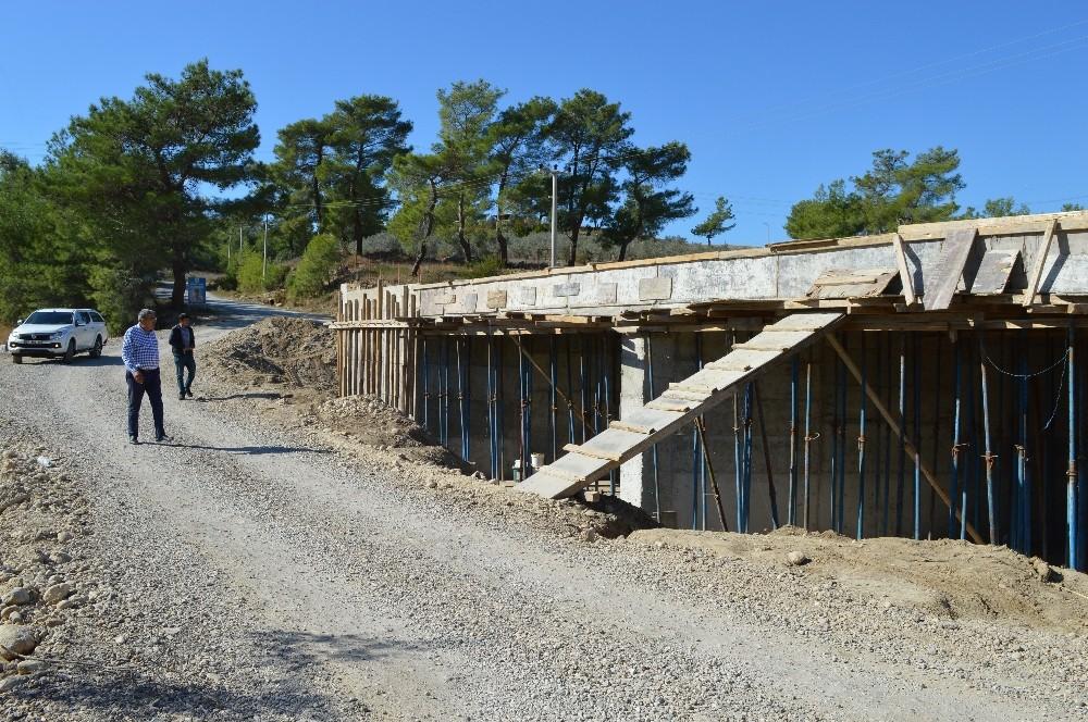 Manavgat Değirmenli'de köprü inşaatı yükseliyor