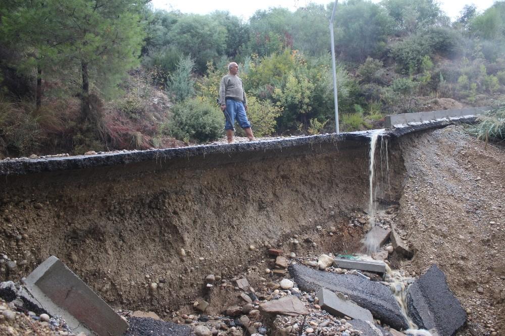 Manavgat'ta yağmur hayatı olumsuz etkiledi