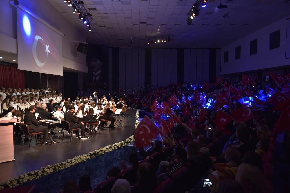 Muratpaşa'da Cumhuriyet ve Atatürk'e vefa konseri