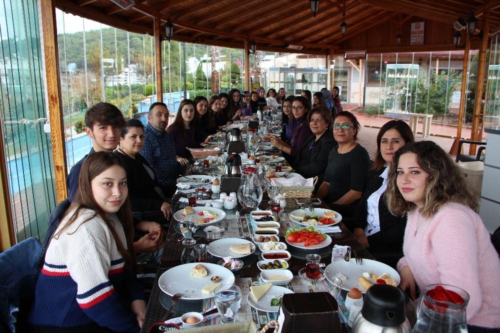 Öğrenci ve Öğretim Görevlileri kahvaltıda buluştu