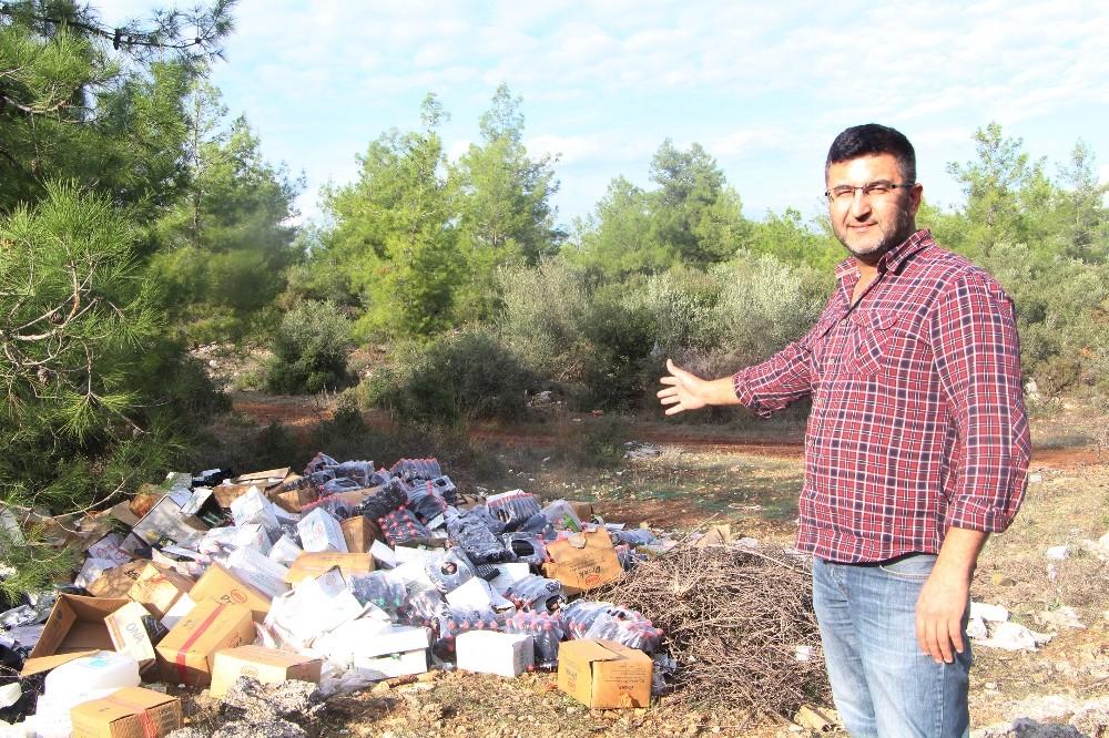 Ormanlık alanı günü geçmiş ürünlerle çöplüğe çevirdiler