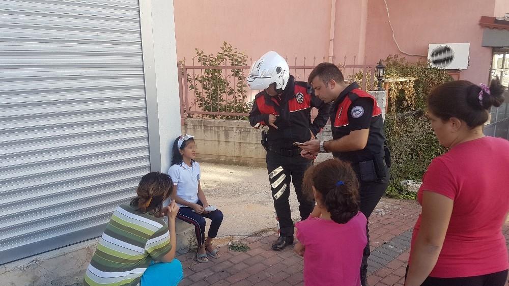 Saçları kısa kesildiği için annesiyle tartışan küçük kız kaybolunca devreye polis girdi