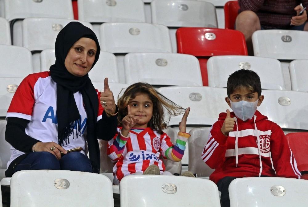 Spor Toto Süper Lig: Antalyaspor: 0 – Akhisarspor: 0 (İlk Yar)