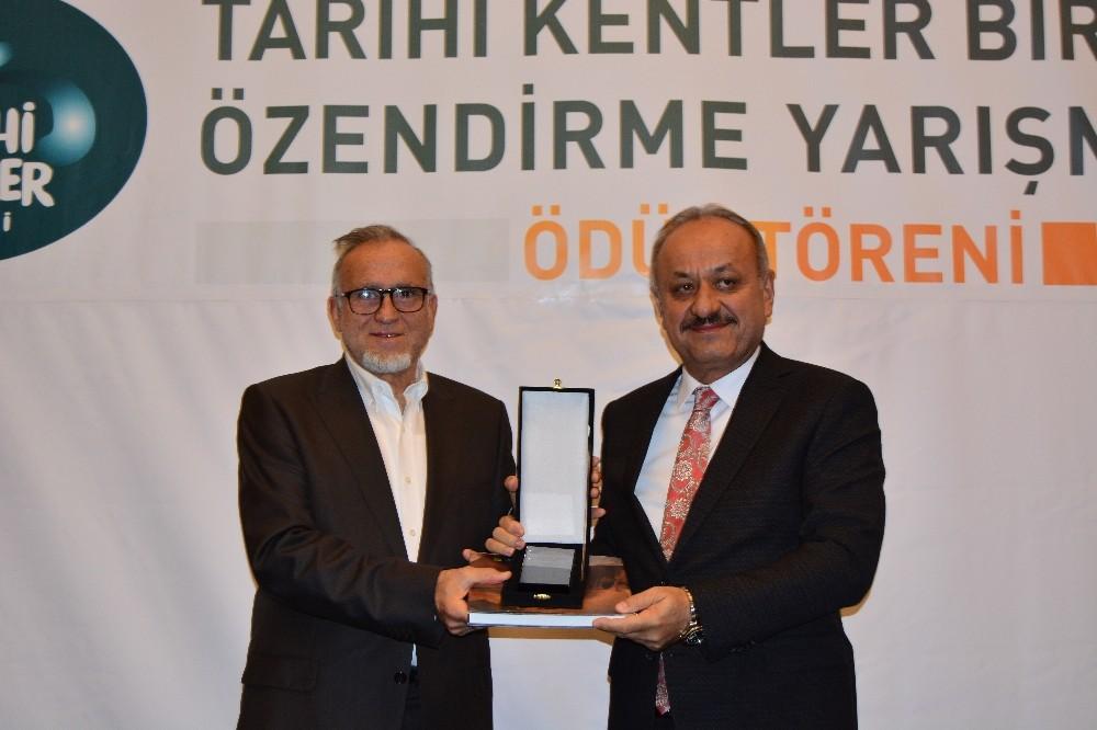 Tarihi koruyan belediyelere ödülleri verildi