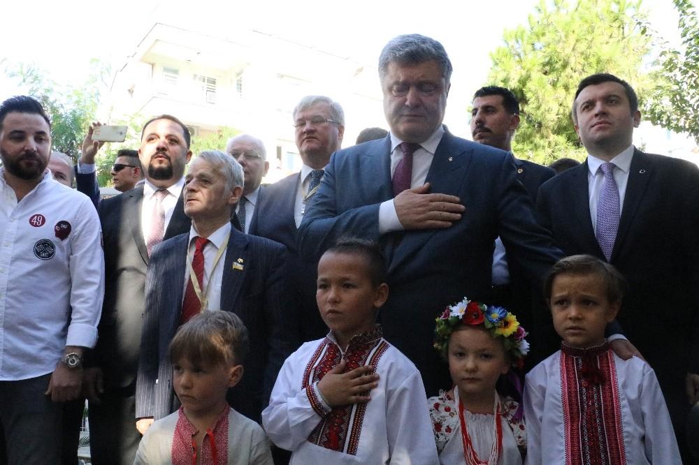 Ukrayna Cumhurbaşkanı Poroşenko'ya geleneksel karşılama