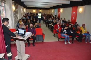 Üniversite öğrencilerine trafik semineri verildi