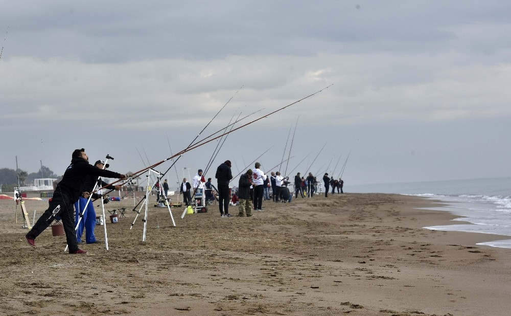 5 ülkeden 100 sporcu Lara sahilinden Akdeniz'e olta sallayacak.