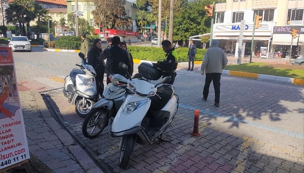 Alanya'da polisten motosikletlilere yönelik denetim
