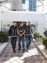 Antalya'da 4 ayrı cami hırsızlığı yapan şahsı güvenlik kamerası ele verdi