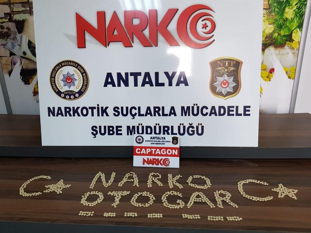 Antalya'da 890 adet uyuşturucu hap ele geçirildi