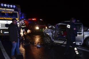 Antalya'da kamyonet, sebze yüklü kamyon ile çarpıştı: 1 ölü, 2 yaralı