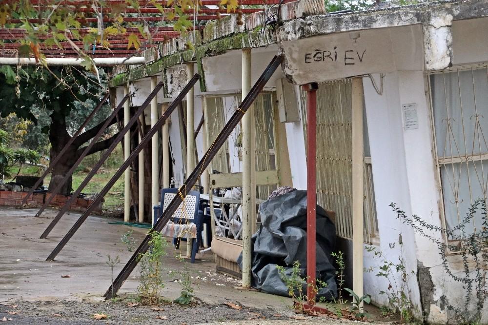 Antalya'nın eğri evlerinde diken üstünde hayat