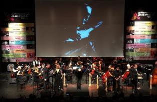 Aşık Veysel'in hayatı ve felsefesi senfonik ve yerel tarzda görsel sahne sanatlarıyla anlatıldı