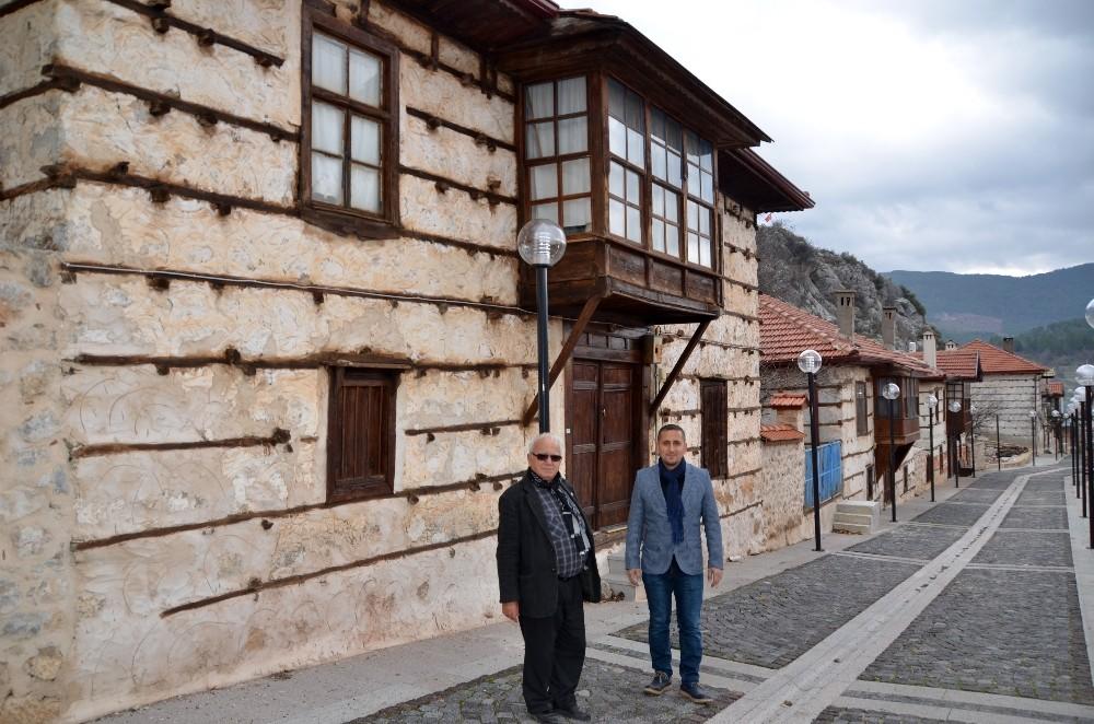 Atatürk'ün cebinden bin TL vererek destek sağladığı cumbalı ve düğmeli evler tarihe ışık tutuyor