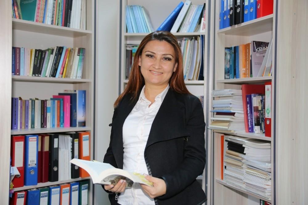 AÜ Öğretim Üyesine 'Üstün Başarılı Genç Bilim İnsanı Ödülü'