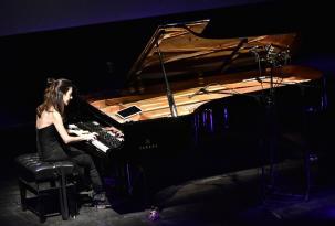 Ayşe Deniz Gökçin'den nefes kesen piyano performansı