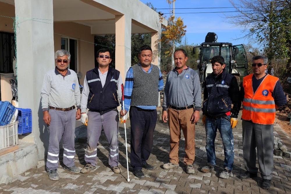 Büyükşehir'den görme engelli vatandaşın evine yol
